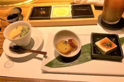 ケランチム(韓国風茶碗蒸し)と前菜二種盛り